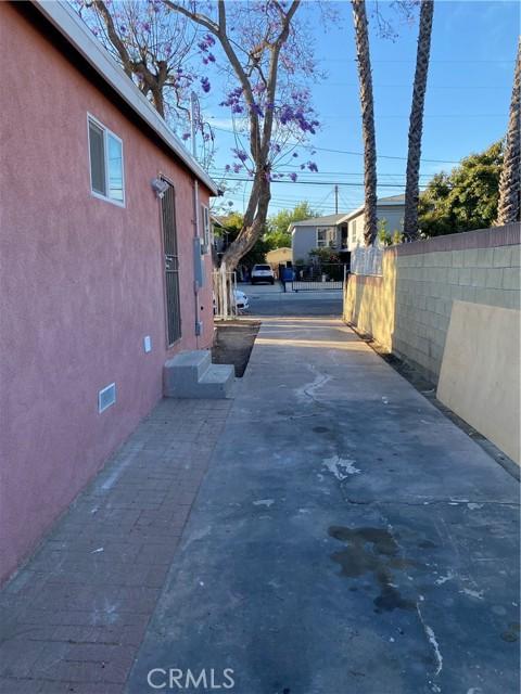 Image 6 of 132 E Caldwell St, Compton, CA 90220