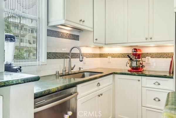 555 Esplanade 320, Redondo Beach, California 90277, 2 Bedrooms Bedrooms, ,2 BathroomsBathrooms,For Rent,Esplanade,SB21072325