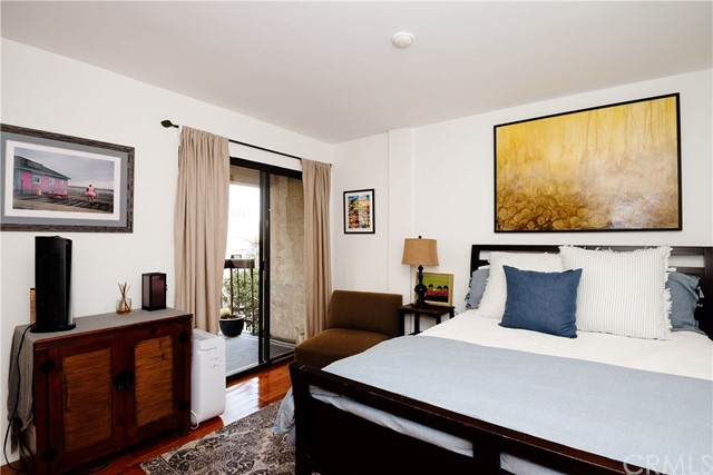 703 4th Street B, Hermosa Beach, California 90254, 2 Bedrooms Bedrooms, ,2 BathroomsBathrooms,For Sale,4th,SB21006412