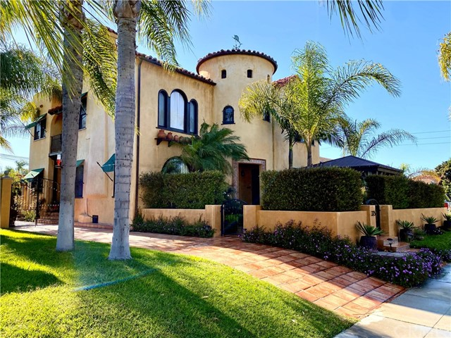 325 Roycroft Avenue, Long Beach, CA 90814