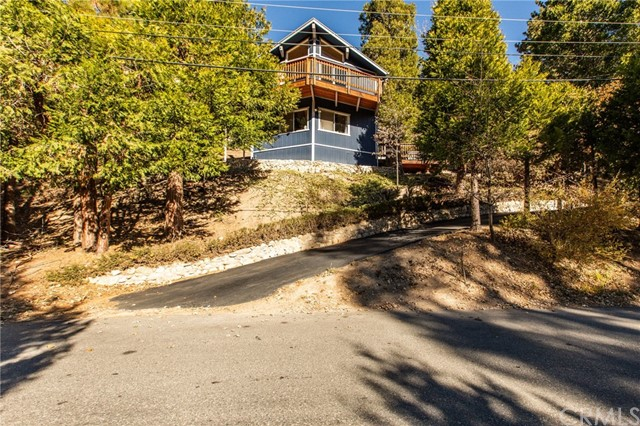 490 Clubhouse Drive, Twin Peaks, CA 92391