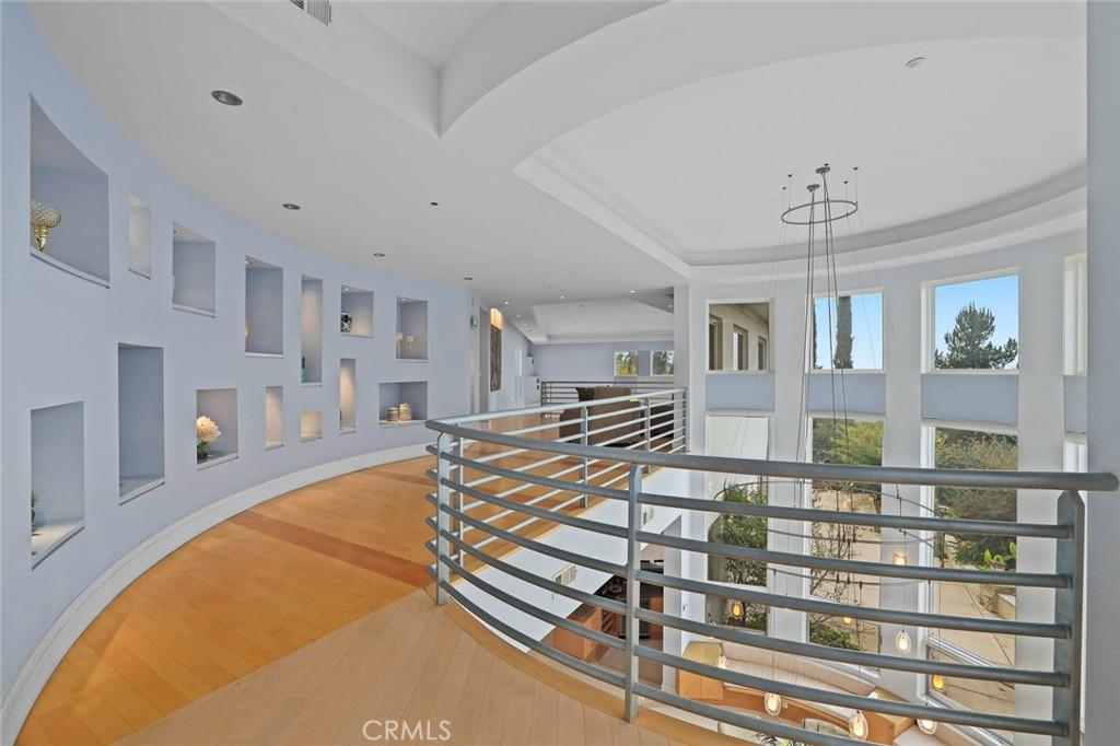 房产卖价 : $588.00万/¥4,045万