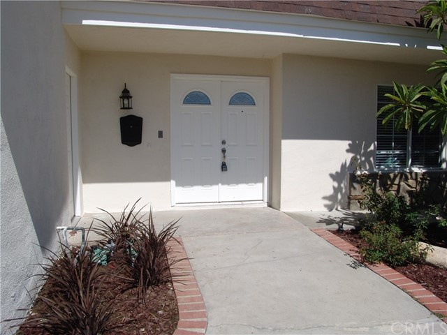 17109 Hiawatha Street, Granada Hills CA: https://media.crmls.org/medias/ca699bd4-90f1-4106-972d-d0812bae519e.jpg