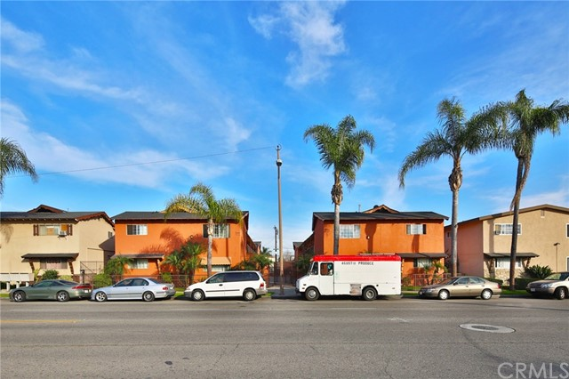 We are pleased to present the opportunity to acquire 939 - 1001 South Standard Avenue, a 24-unit multifamily investment property located in Santa Ana, California.  Built in 1958, 939 - 1001 South Standard Avenue consists of 24 one-bedroom units on two adjacent parcels. Most units have been partially renovated with upgraded flooring, kitchen, and bath. Amenities include open parking, gated access, and on-site laundry.