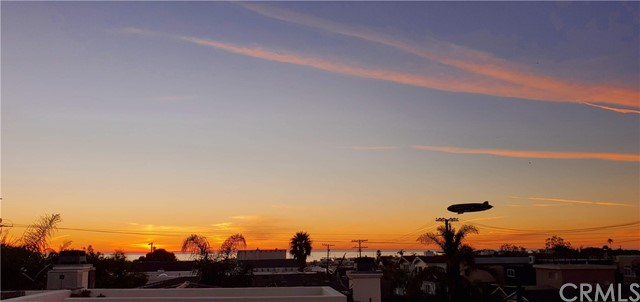 623 1st Place, Hermosa Beach, California 90254, 4 Bedrooms Bedrooms, ,2 BathroomsBathrooms,For Sale,1st,SB21010652