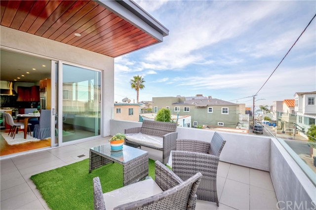 339 27th Street, Hermosa Beach, California 90254, 5 Bedrooms Bedrooms, ,3 BathroomsBathrooms,For Sale,27th,SB21010264