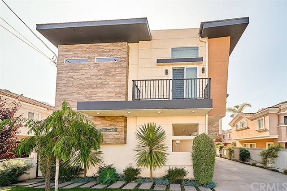 2408 Harriman Lane A, Redondo Beach, California 90278, 4 Bedrooms Bedrooms, ,3 BathroomsBathrooms,For Sale,Harriman,PV21066459