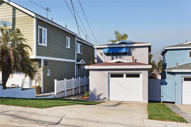 1313 Clark Lane, Redondo Beach, California 90278, 2 Bedrooms Bedrooms, ,1 BathroomBathrooms,For Sale,Clark,OC17272938