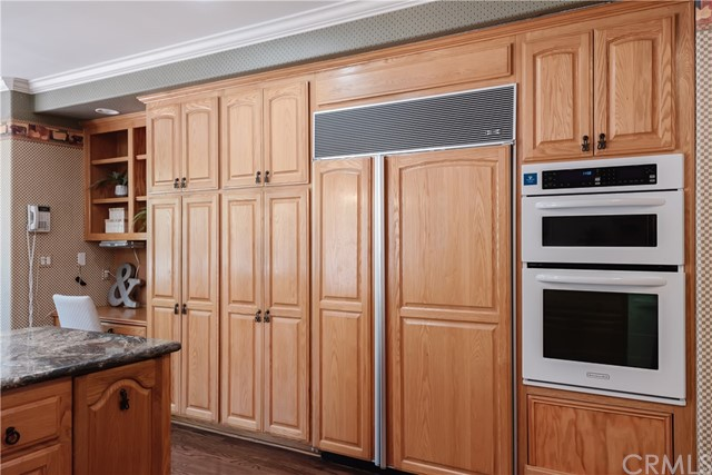 Another view of this great kitchen area...