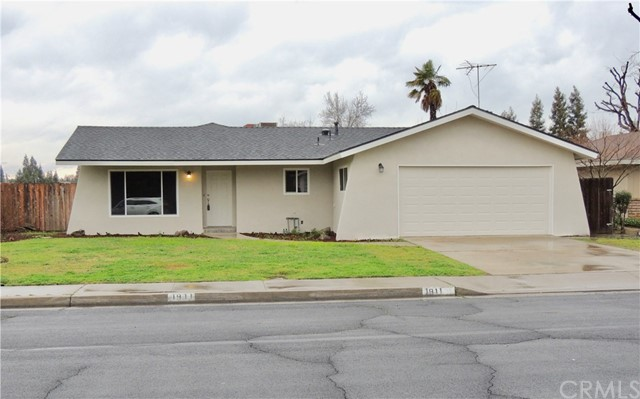 1911 Windsor Drive, Kingsburg, CA 93631