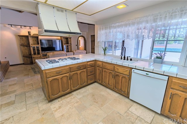 Cook and entertain from your beautiful kitchen.