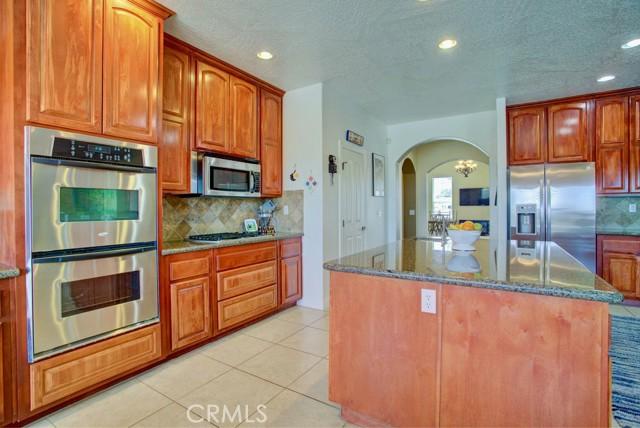 8395 Joshua Rd, Oak Hills, CA 92344 Photo 7