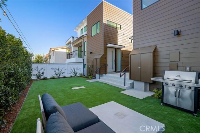 1823 11th, Manhattan Beach, California 90266, 3 Bedrooms Bedrooms, ,1 BathroomBathrooms,For Sale,11th,SB20175250