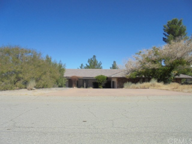 15577 Boca Raton Avenue, Llano, CA 93544