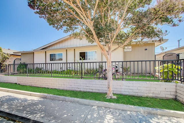 17392 Jacquelyn Lane, Huntington Beach, CA 92647