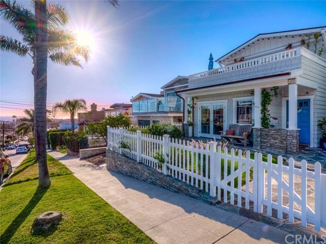 663 Longfellow Avenue, Hermosa Beach, CA 90254