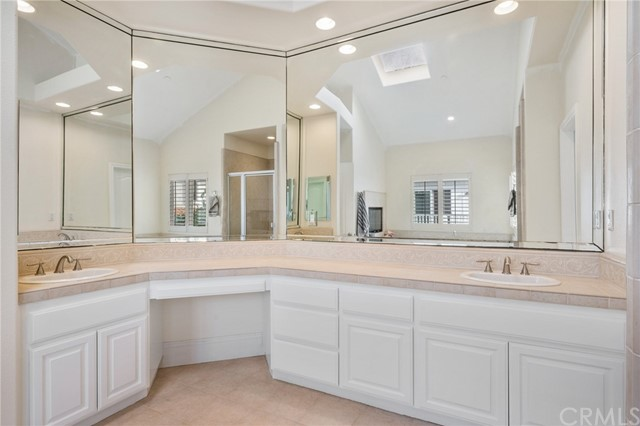 Twin sinks & dressing table - enough room for her makeup and his shaving!