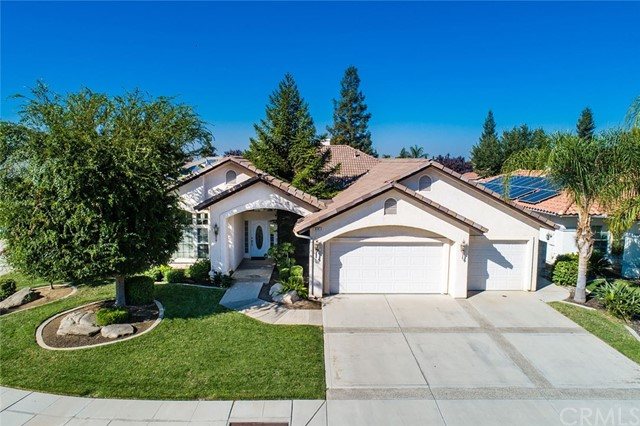 914 Summerset Lane, Madera, CA 93637