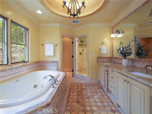 21. 1012 Via Mirabel Palos Verdes Estates, CA 90274