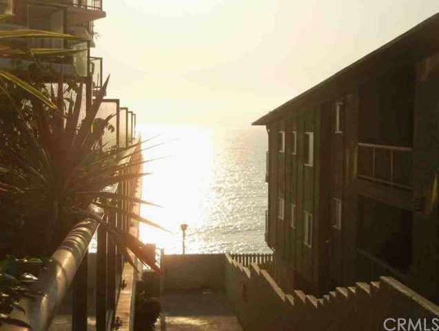 531 Esplanade 203, Redondo Beach, California 90277, 2 Bedrooms Bedrooms, ,2 BathroomsBathrooms,For Sale,Esplanade,SW20187522