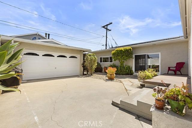 26. 3172 Ostrom Avenue Long Beach, CA 90808