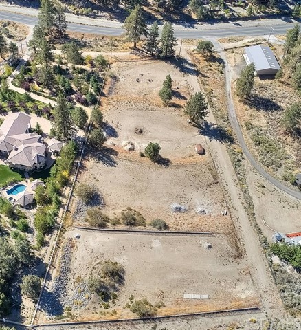 642 Hwy 2, Wrightwood, CA 92397