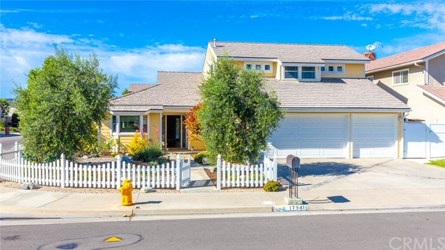 17941 Oldglen Lane, Huntington Beach, CA 92649