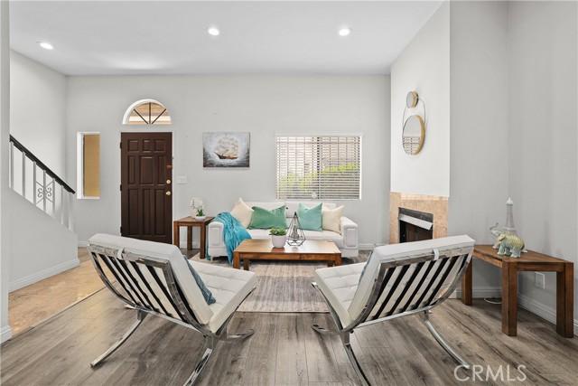 5 - Bright living room
