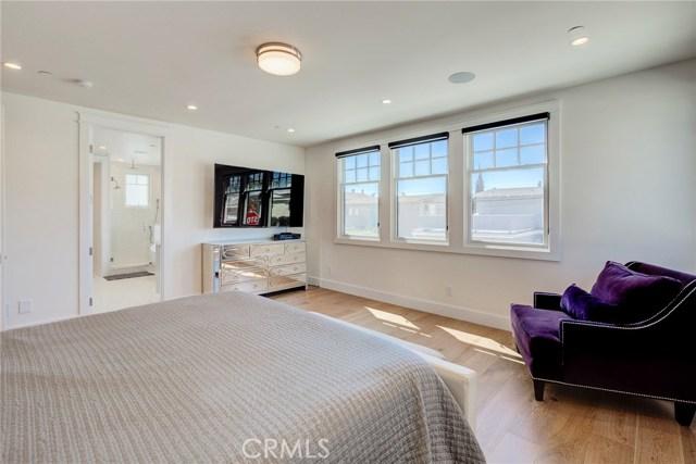 548 Pine Street, Hermosa Beach, California 90254, 4 Bedrooms Bedrooms, ,3 BathroomsBathrooms,Townhouse,For Sale,Pine,SB18241081