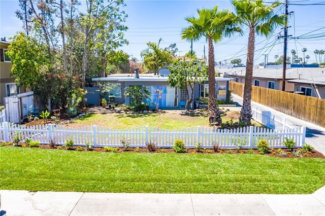 2073 Wallace Avenue, Costa Mesa, CA 92627