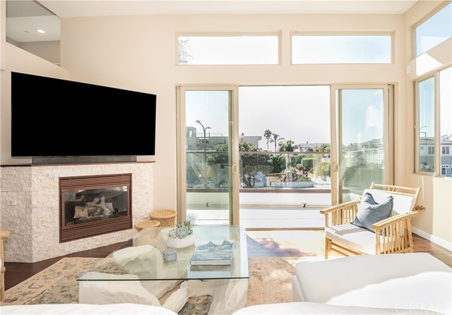 100 8th Street, Hermosa Beach, California 90254, 2 Bedrooms Bedrooms, ,1 BathroomBathrooms,For Sale,8th,SB20203822