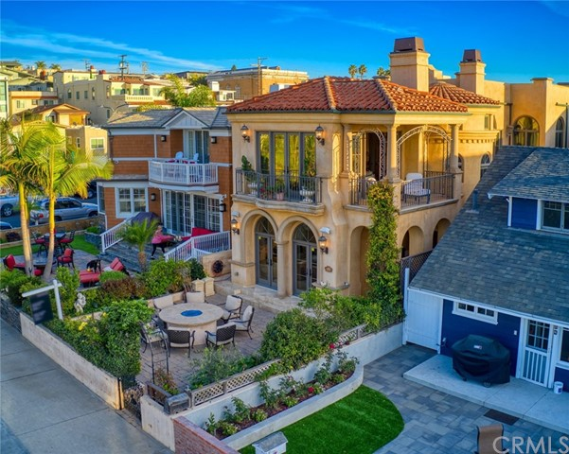 92 17th Street, Hermosa Beach, California 90254, 5 Bedrooms Bedrooms, ,6 BathroomsBathrooms,For Rent,17th,SB20248781