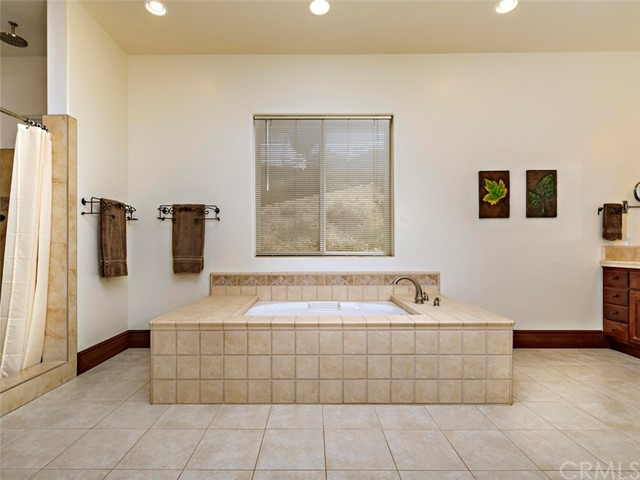 42251 Altanos Rd, Temecula, CA 92592 Photo 19