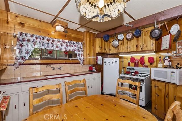 33785 Cedar Pines Ln, Green Valley Lake, CA 92341 Photo 10