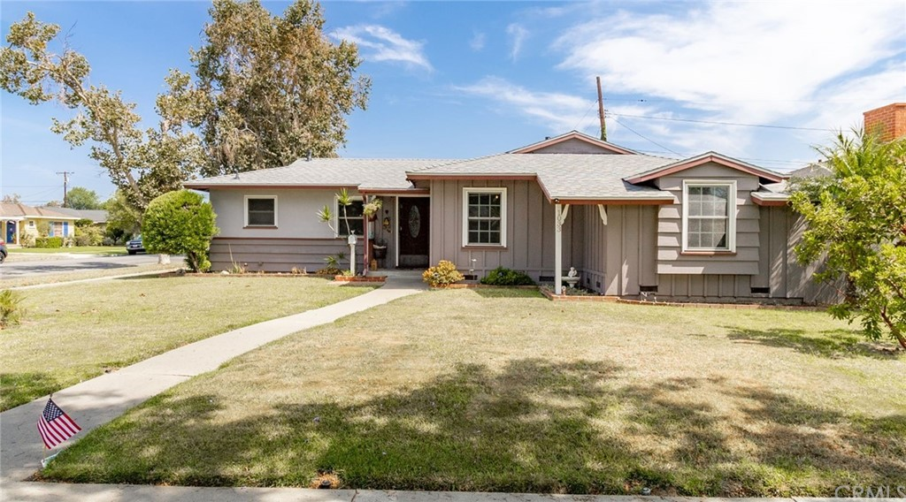 1033   W 18th Street, Santa Ana CA 92706