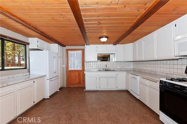 615 Ash Dr, Green Valley Lake, CA 92341 Photo 4