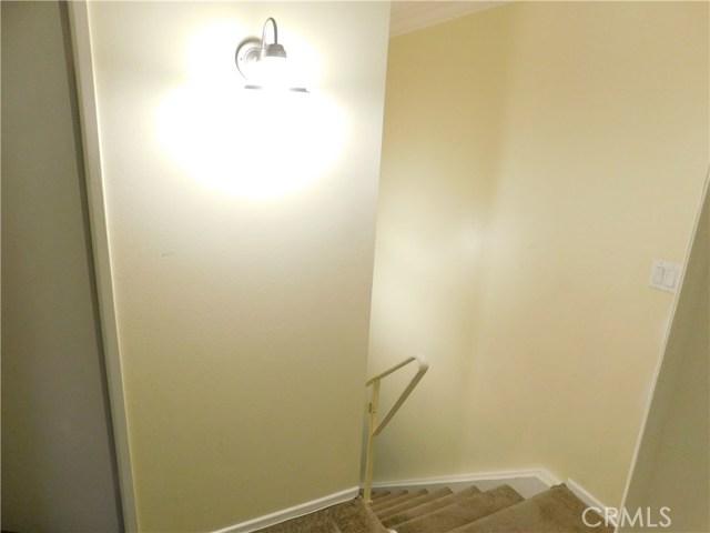 使用面积 : 885 平方英尺 (82.00 平方米)