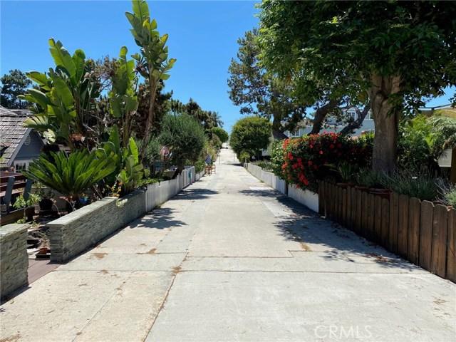 517 6th Street, Manhattan Beach, California 90266, 2 Bedrooms Bedrooms, ,1 BathroomBathrooms,For Sale,6th,SB20126576