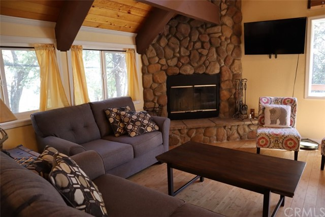 33067 Maple Ln, Green Valley Lake, CA 92341 Photo 6