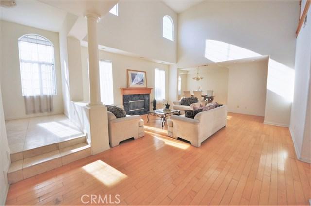 房产卖价 : $148.00万/¥1,018万