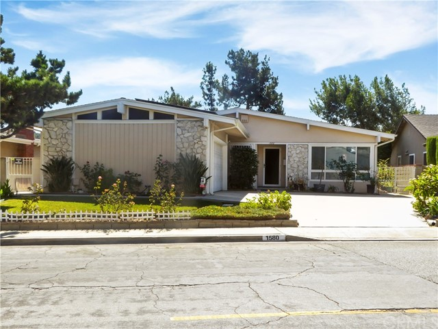 1580 Abajo Drive, Monterey Park, California 91754, 5 Bedrooms Bedrooms, ,Single family residence,For Sale,Abajo,SB19221145