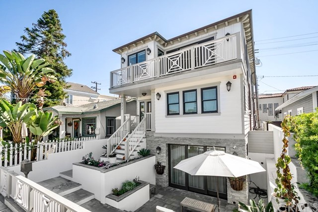 322 31st, Hermosa Beach, California 90254, 4 Bedrooms Bedrooms, ,5 BathroomsBathrooms,For Sale,31st,SB21031722