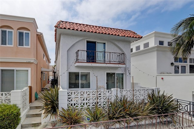 724 Manhattan Beach Boulevard, Manhattan Beach, California 90266, 4 Bedrooms Bedrooms, ,3 BathroomsBathrooms,Duplex,For Sale,Manhattan Beach,SB19146454