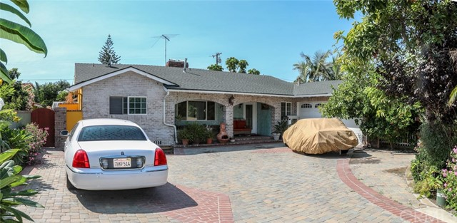 Highly desirable location in Garden Grove.  One story home with great floor plan. Features 3 fireplaces one in dinning area,living room and in large bonus room,  large lot, spacious front and back yards, RV access, multiple outdoor covered patios, outdoor fire pit. Perfect for entertaining.