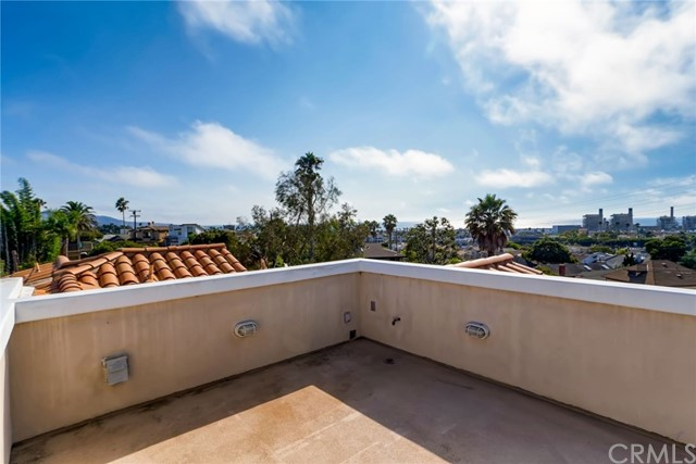 526 Helberta Avenue, Redondo Beach, California 90277, 4 Bedrooms Bedrooms, ,3 BathroomsBathrooms,For Sale,Helberta,TR20263063