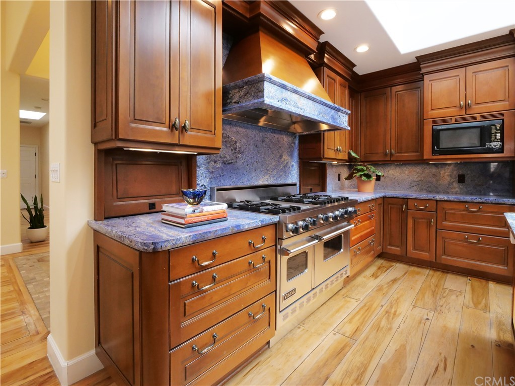 Gourmet Kitchen with room for breakfast table