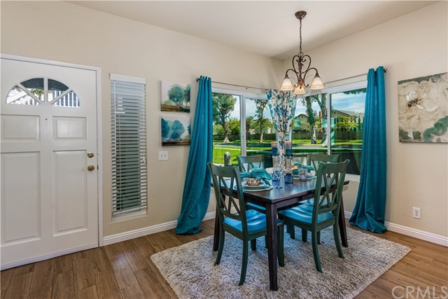 Lots of windows in the dining area make it feel light and bright!