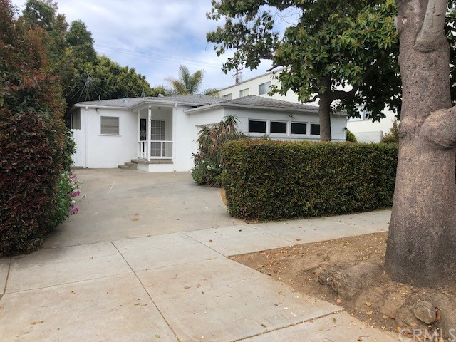 TRIPLEX IN HEART OF SANTA MONICA. OWNER'S FRONT HOUSE WITH 2BR.+2 BATH. REAR UNITS ARE TWO STORY 2 BED + 1-BATH EACH. GREAT UNITS WITH FIREPLACE. POSSIBLY GREAT FOR DEVELOPMENT AS WELL! EACH UNIT HAS 1 CAR GARAGE. LARGE LOT 7,509 SF. TOTAL PROPERTY SQUARE FOOTAGE IS 3,245. MAY BE POSSIBLE TO BUILD 3 CONDOS BUT CHECK WITH CITY OF SANTA MONICA. SUBJECT PROPERTY LOCATED NORTH OF WILSHIRE AND THE 10 FREEWAY. EXCELLENT LOCATION! REAR UNITS RENTED & FRONT UNIT VACANT! SUBJECT TO SANTA MONICA SOFT RETRO AND RENT CONTROL.
