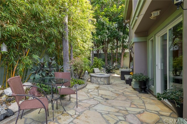 2419 Gates Avenue, Redondo Beach, California 90278, 4 Bedrooms Bedrooms, ,1 BathroomBathrooms,Townhouse,For Sale,Gates,SB18243510