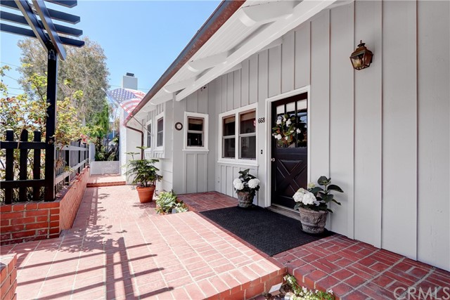 668 36th Street, Manhattan Beach, California 90266, 3 Bedrooms Bedrooms, ,2 BathroomsBathrooms,For Sale,36th,SB20089393